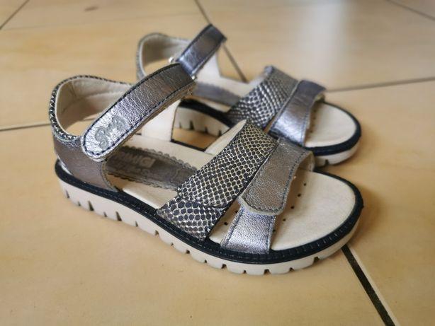 Sprzedam sandały Primigi 27