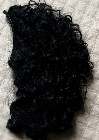 Włosy czarne treska kręcone kitka