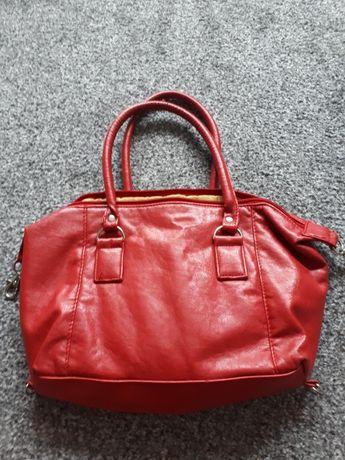 Bordowa torebka.