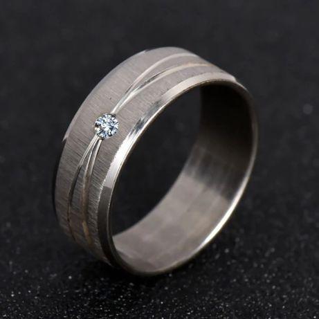 Nowa obrączka, pierścionek z cyrkonią ze stali nierdzewnej szlachetnej