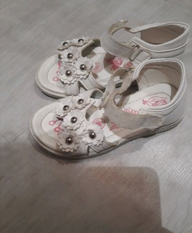 Sandały 26 białe