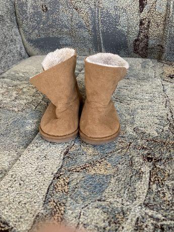 Зимове взуття черевички уги 18р фірми Zara