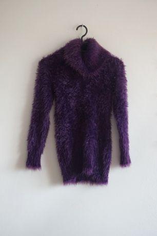 Fioletowy włochaty puchaty sweter golf S