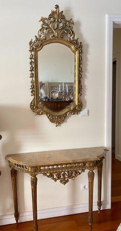 Mesa tipo credencia e espelho dourados