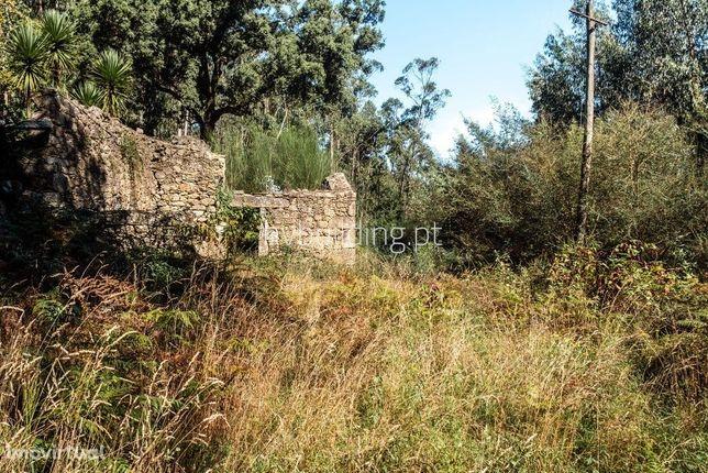 Moradia para restauro com terreno de construção em Aguiar