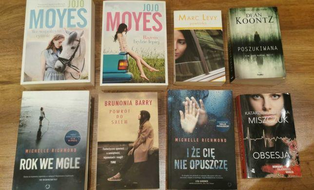 8 książek Yoyo Moyes, rok we mgle, nie opuszczę, obsosja, poszukiwana
