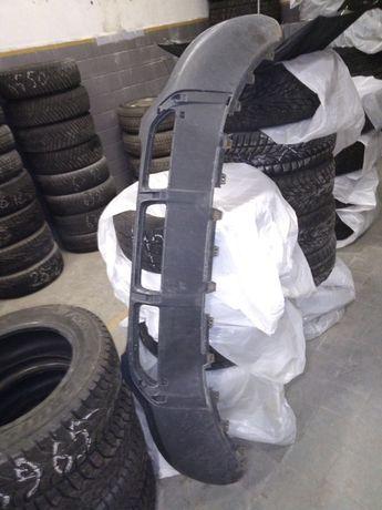 Нижняя губа переднего бампера АудиQ5+пластиковые вставки и накладки