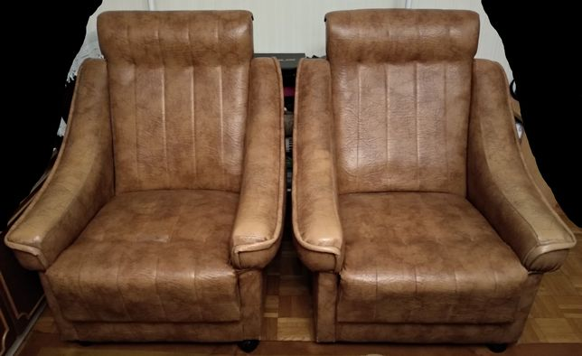 Komplet wypoczynkowy - kanapa z pojemnikiem i 2 fotele