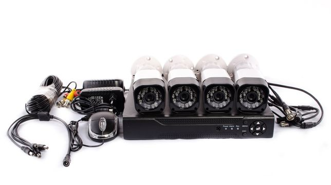 Комплект видео наблюдения 4 проводных камер + Регистратор DVR KIT