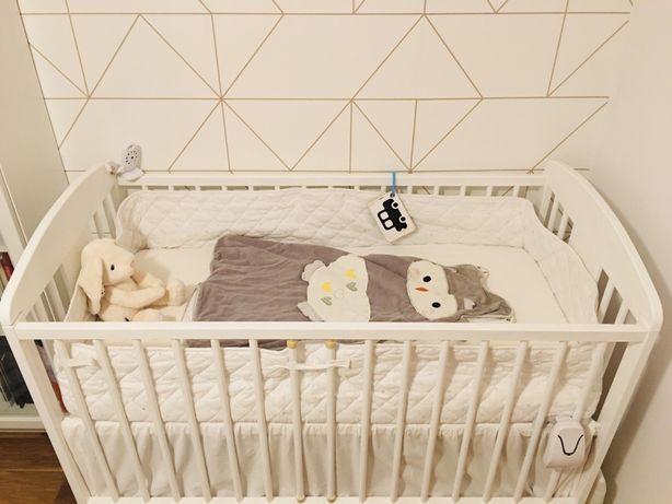 Białe łóżeczko dziecięce drewniane z szufladą