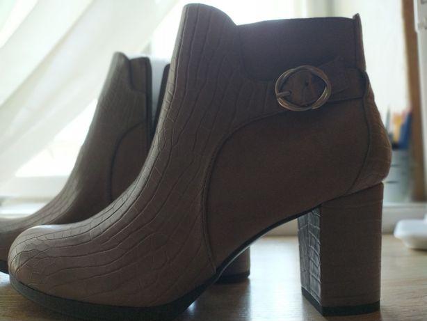Женские ботинки 41 - 42 размера