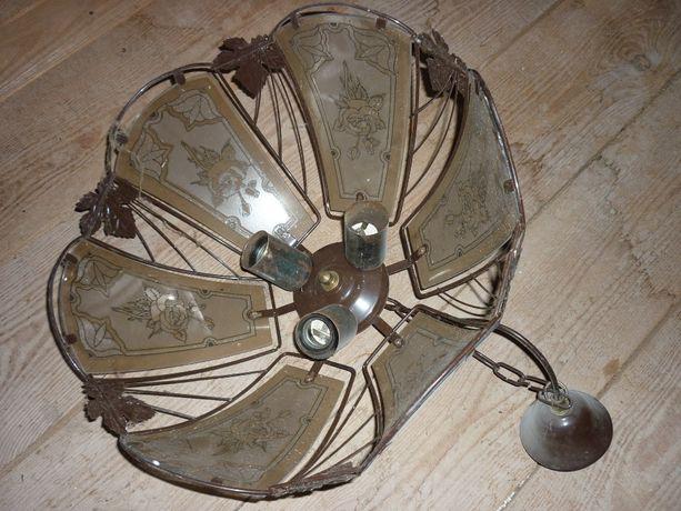 Люстра на три лампы в старом стиле