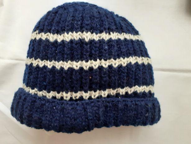 Продам шапки  шерсть  56 размер