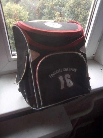 Продам шкільний портфель