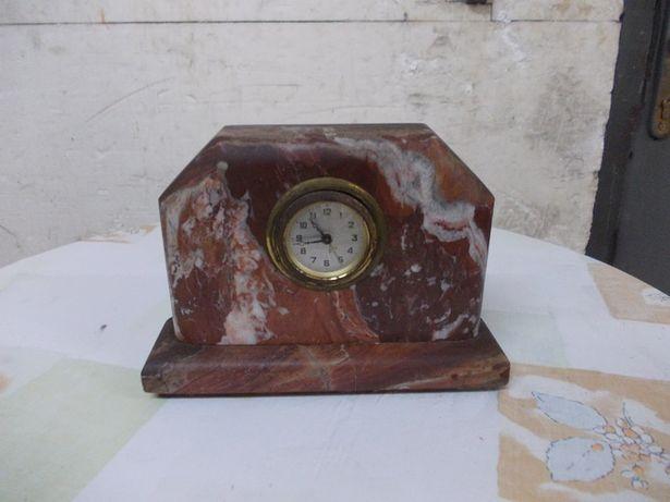 Stary zegar kominkowy w marmurze