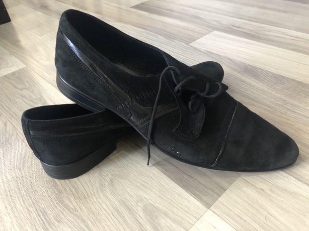 Продам замшеві туфлі 42р