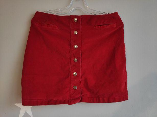 Czerwona krótka spódniczka