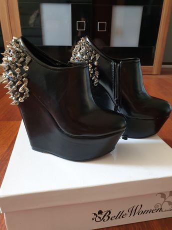 Buty z ćwiekami i kryształkami