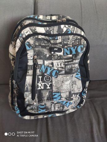 Plecak szkolny trójkomorowy, kieszeń na laptopa