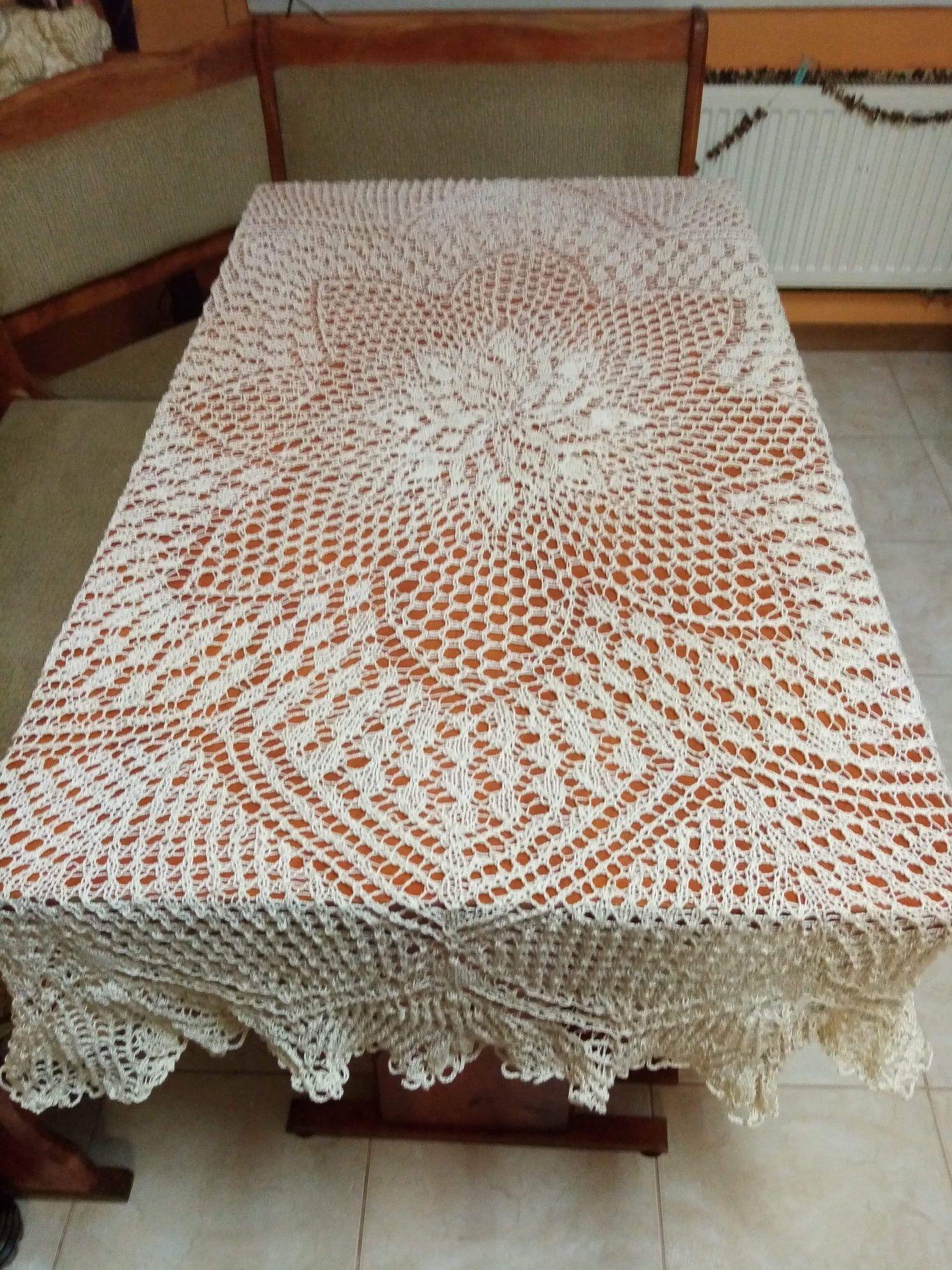 Ręcznie robione serwetki na drutach