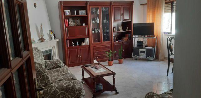 Apartamento T2 para arrendar na Jardim da Radial, Ramada, Odivelas.