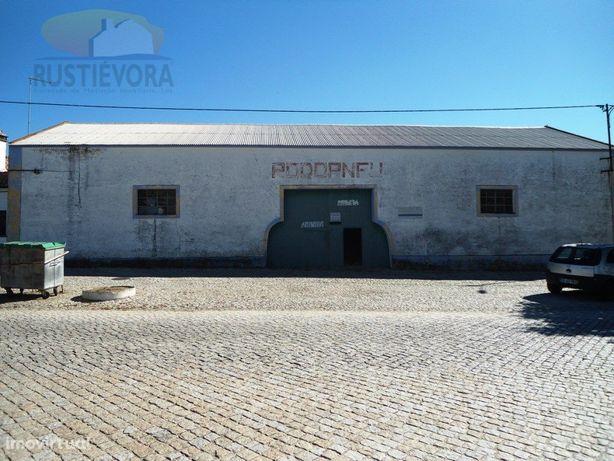 Armazém | Comercial ou Industrial | 2 wc's e logradouro |...