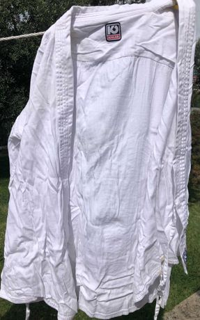 Vende-se Kimono de Karaté + 2 cintos (branco e amarelo)