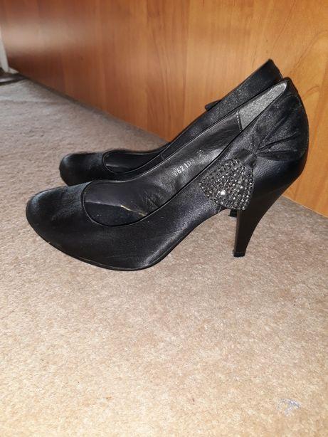 Czarne szpilki buty obcasy 35