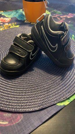 Buty Chłopcięce Nike rozm. 21