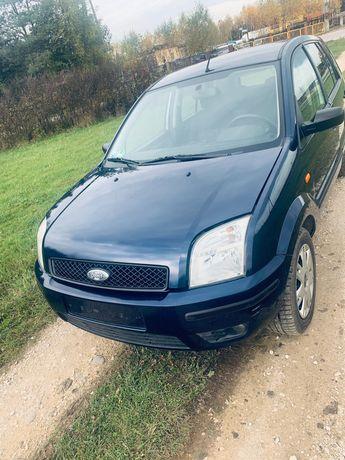Ford Fusion 2005 r,1594 cm3 poj.silnika,,74 kW,benzyna,klima ,hak,