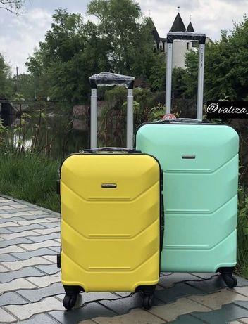 Чемодан дорожній валіза ультралегкий Wings з Польщі новий 4 колеса