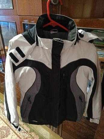 Продам куртку унисекс в отличном состоянии. Рост 152 см. 1000 рублей