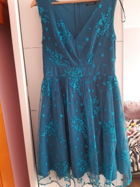 Piękna sukienka wyjściowa