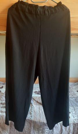 Czarne spodnie z szerokimi nogawkami