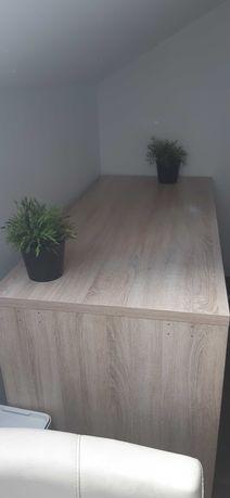 Duże wygodne biurko