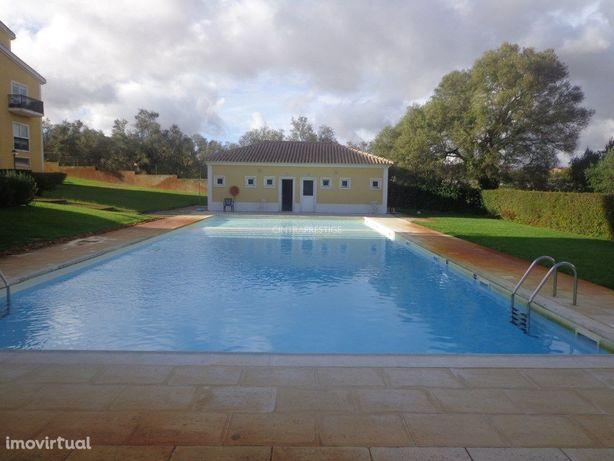 Albarraque apartamento T3 em condomínio fechado com piscina.