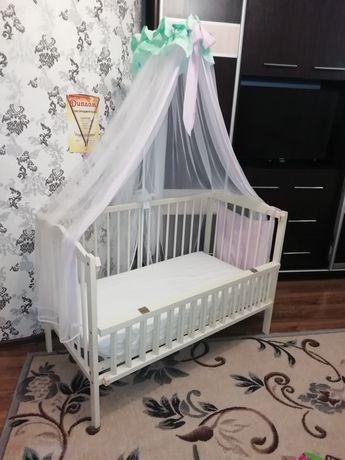 Дитяче ліжечко з маятниковим механізмом