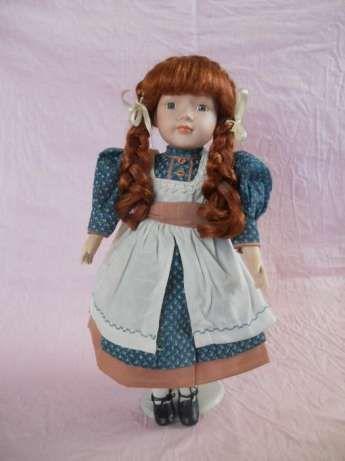 Фарфоровая кукла 42 см