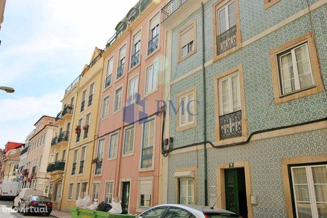 Apartamento T2 em remodelação na Graça