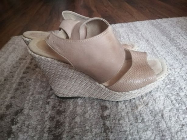 Oryginalne buty na koturnie 38