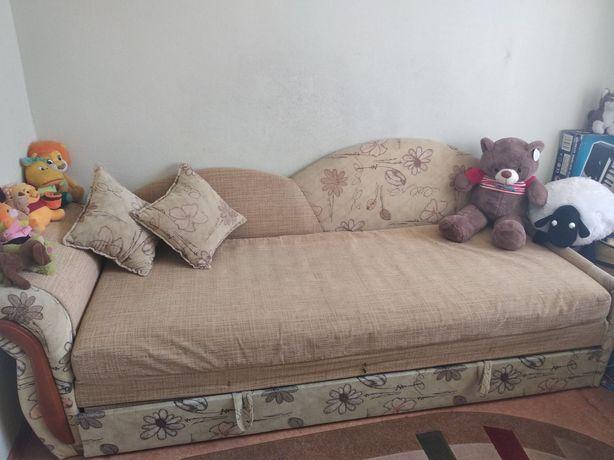 Продам детский диван.