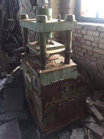 Пресс для производства брусчатки и тротуарной плитки из гранита