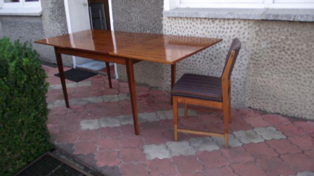 Sprzedam stół oraz sześć krzeseł