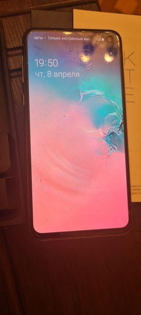 Samsung galaxy s10e, с заводской пленкой на экране, в отличном состоя