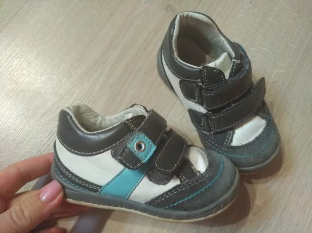 Кожаные кроссовки на липучках для мальчика