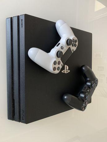 Konsola PS4 PRO 1tb + figurki FORTNITE