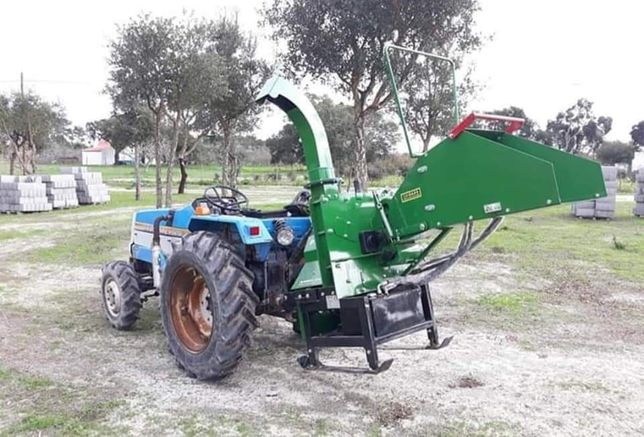 Trator 4x4 + Alfaias