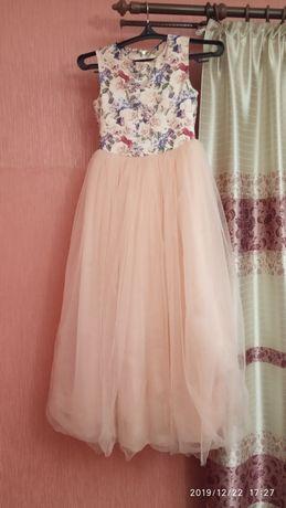 Продам детское нарядное платье.