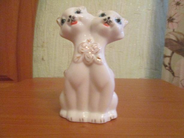 """Фарфоровая статуэтка """"Два влюбленных кота"""""""