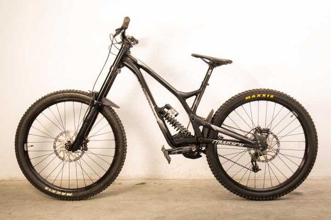 Bicicleta Downhill Commencal Supreme